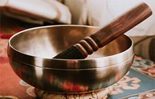 مقاله کاسه تبتی چیست و نحوه استفاده از کاسه تبتی-فنگشویی چی-سایت فندق